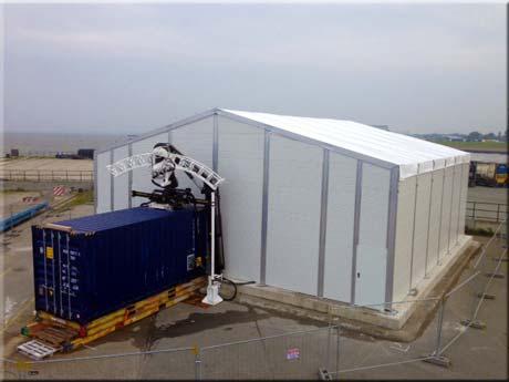 Zeltbauer: Lagerzeltverleih für Fa. Siem Offshore Contractors GmbH - Lagerhalle mit Thermo-Sandwichplatten und Thermoplanendach